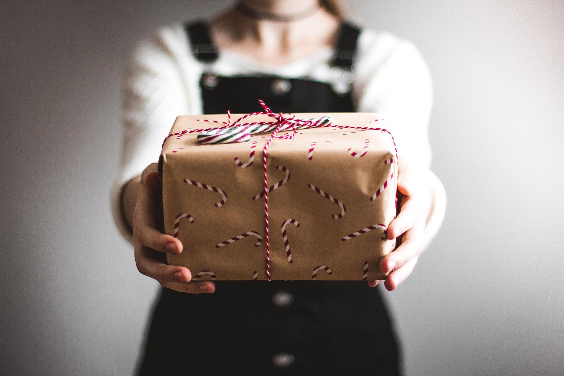 Посилка - передача - подарунок з Франції